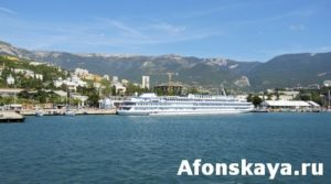 Big cruise passenger ship, Yalta