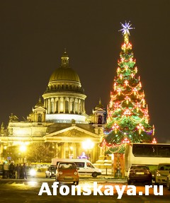 Christmas tree and cathedral of St. Isaac