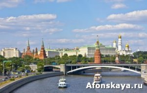 Moscow, Kremlin and bridge