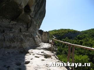 скальный монастырь святого Фёдора Стратилата Челкер-Каба Крым