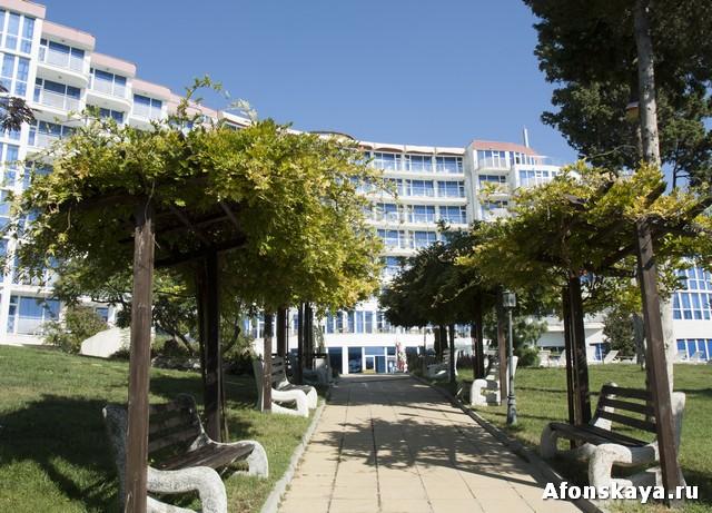 Описание гостиниц курорта Святой Константин и Елена от того, кто живёт на курорте и видел все гостиницы своими глазами. Фотографии автора.
