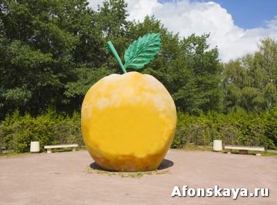 памятник яблоко любви москва