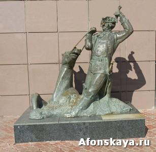 Москва памятник барону Мюнхаузену