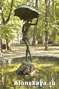 фонтан девочка с зонтом Москва