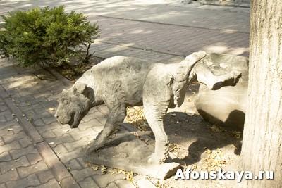 памятник писающей собаке, Москва