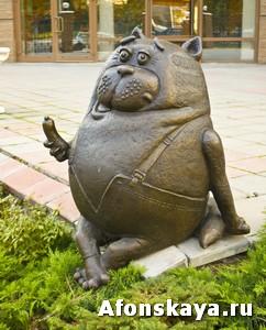 Москва памятник коту с сосиской сарделькой