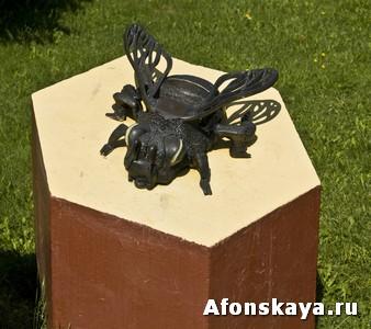 памятник пчеле Москва