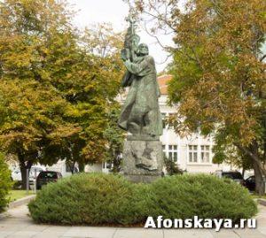 София, Болгария, памятник Паисию Хилендарскому
