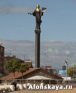 София, Болгария, статуя Святой Софии