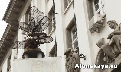 София, Болгария, памятник стрекозе