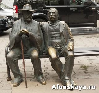 София, Болгария, памятник Славейковым