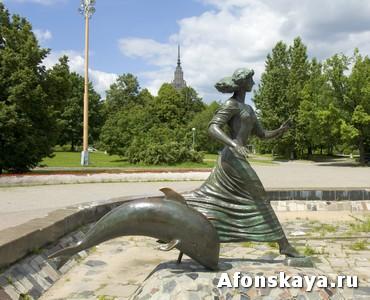 девушка с дельфином памятник детский музыкальный театр имени сац москва