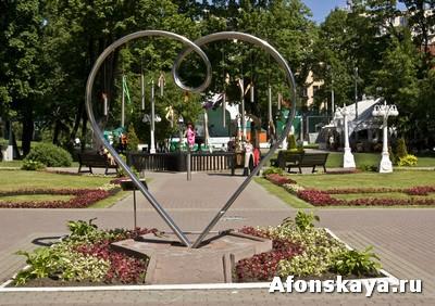 памятник влюблённым сад Эрмитаж Москва