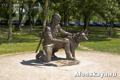 памятник инструктору с собакой Москва