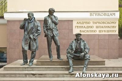 памятник ВГИКовцам