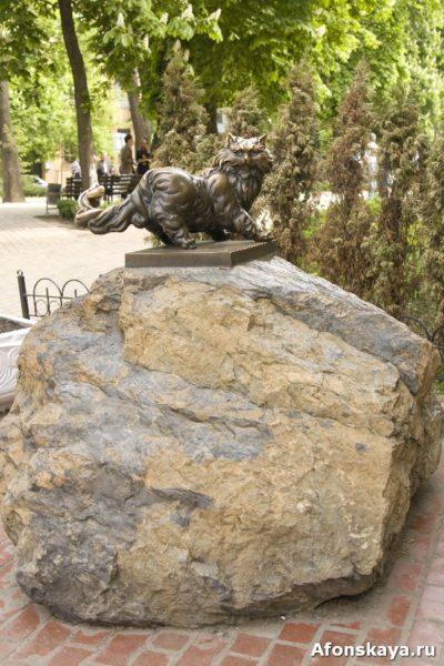 памятник коту пантелею киев