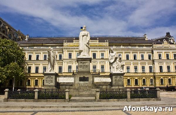 памятник княгине Ольге, апостолу Андрею, Кириллу и Мефодию, Киев