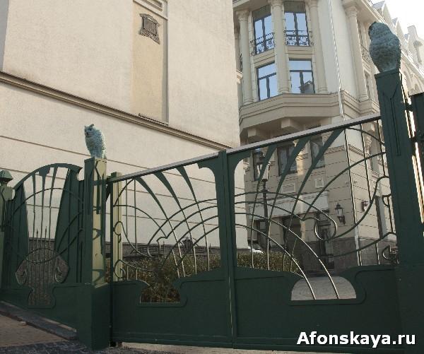 киев андреевский спуск скульптура сова на воротах киев