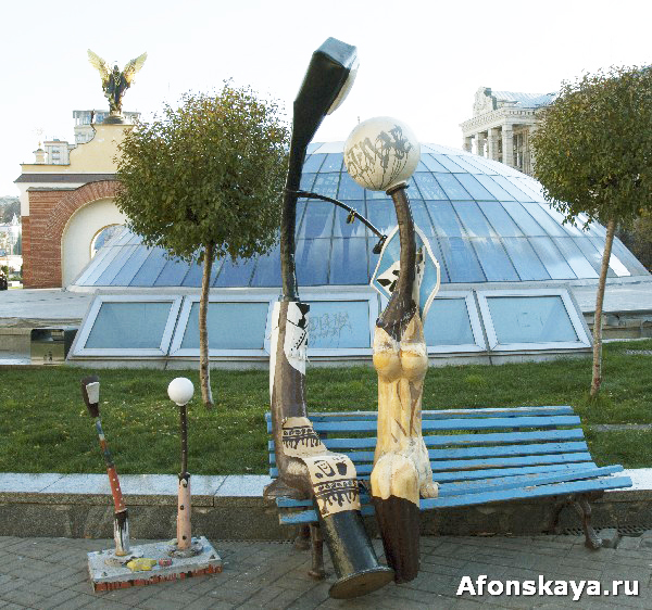 памятник влюблённым фонарям киев