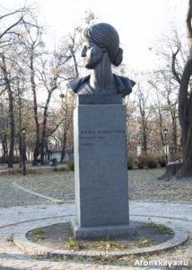 памятник анне ахматовой киев