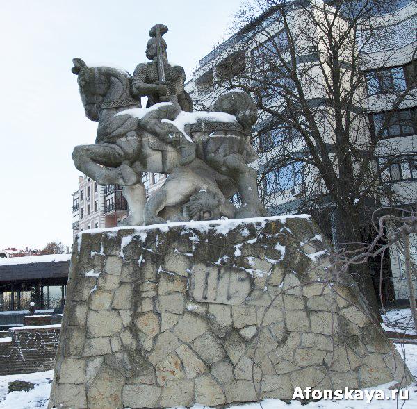 памятник князю святославу игоревичу киев