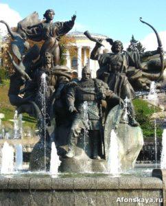 памятник основателям киева кию, щеку, хориву и либеди на площади независимости