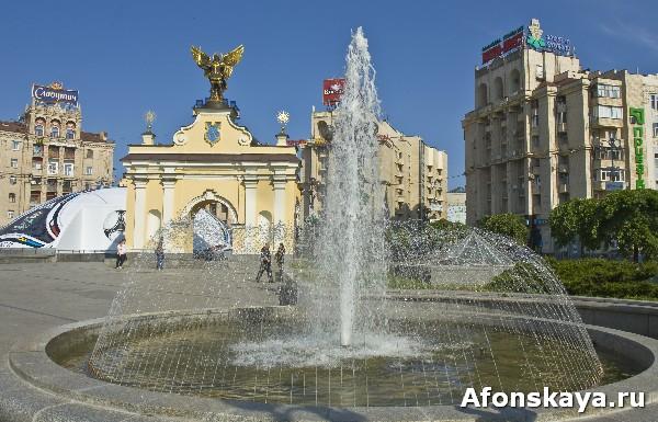киев площадь независимости майдан незалежности памятник архангелу михаилу фонтаны
