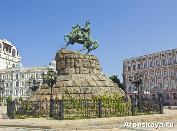 киев памятник огдану хмельницкому