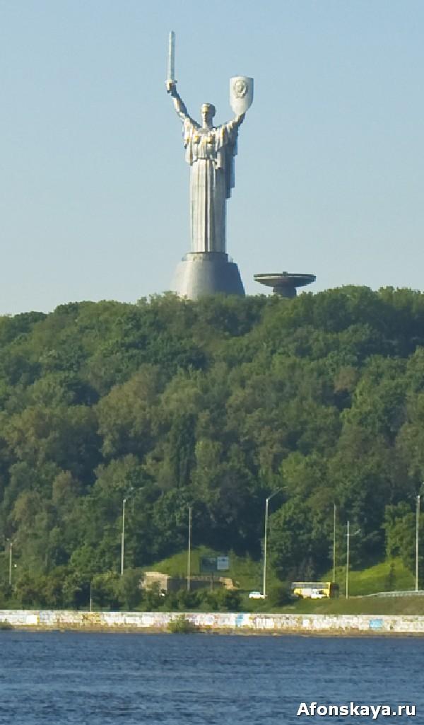 памятник родина-мать киев